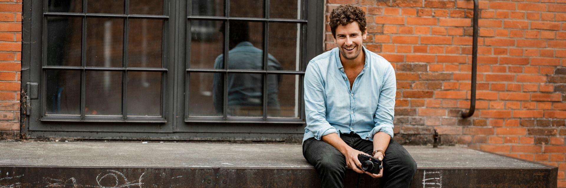 Fotograf und Pflegekraft: Thies und sein Projekt Gesichter der Pflege