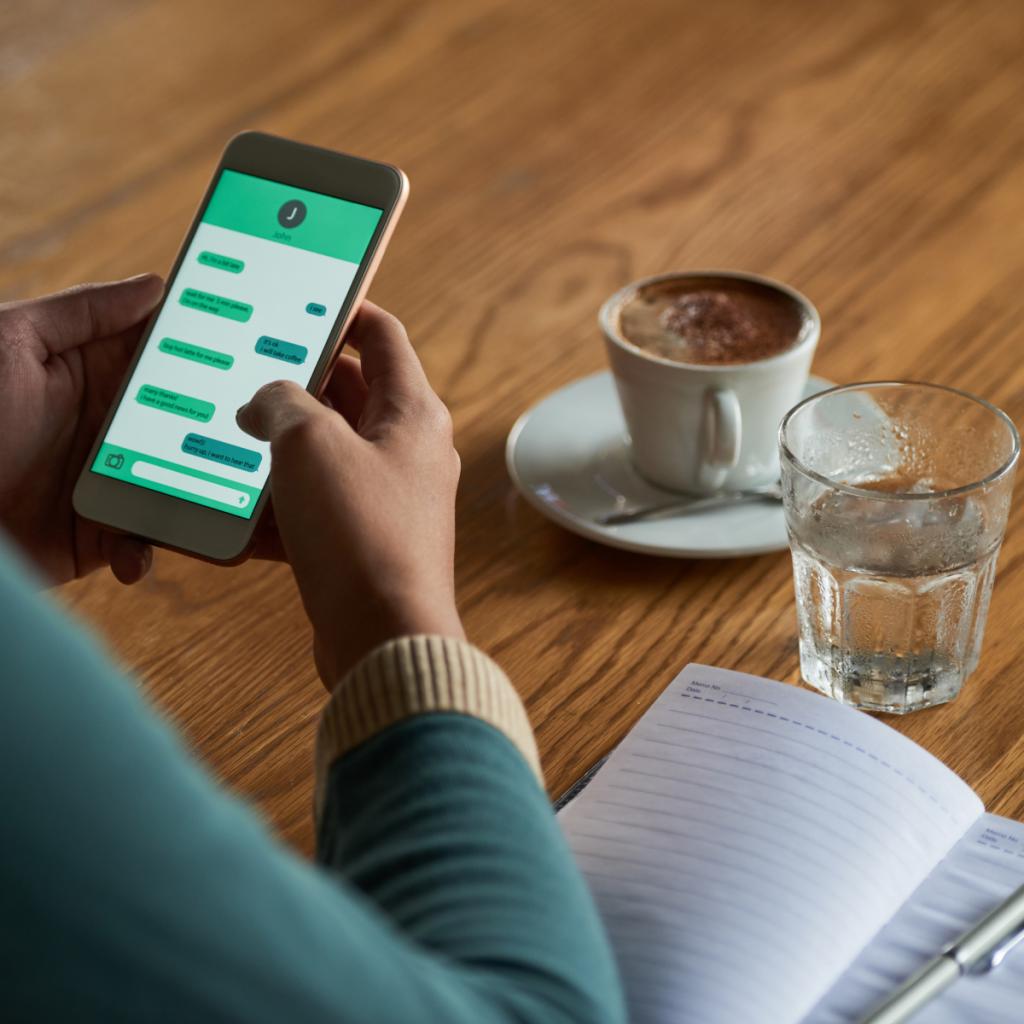 Chatbots in der Pflege: Emotionale Unterstützung während der Isolation?