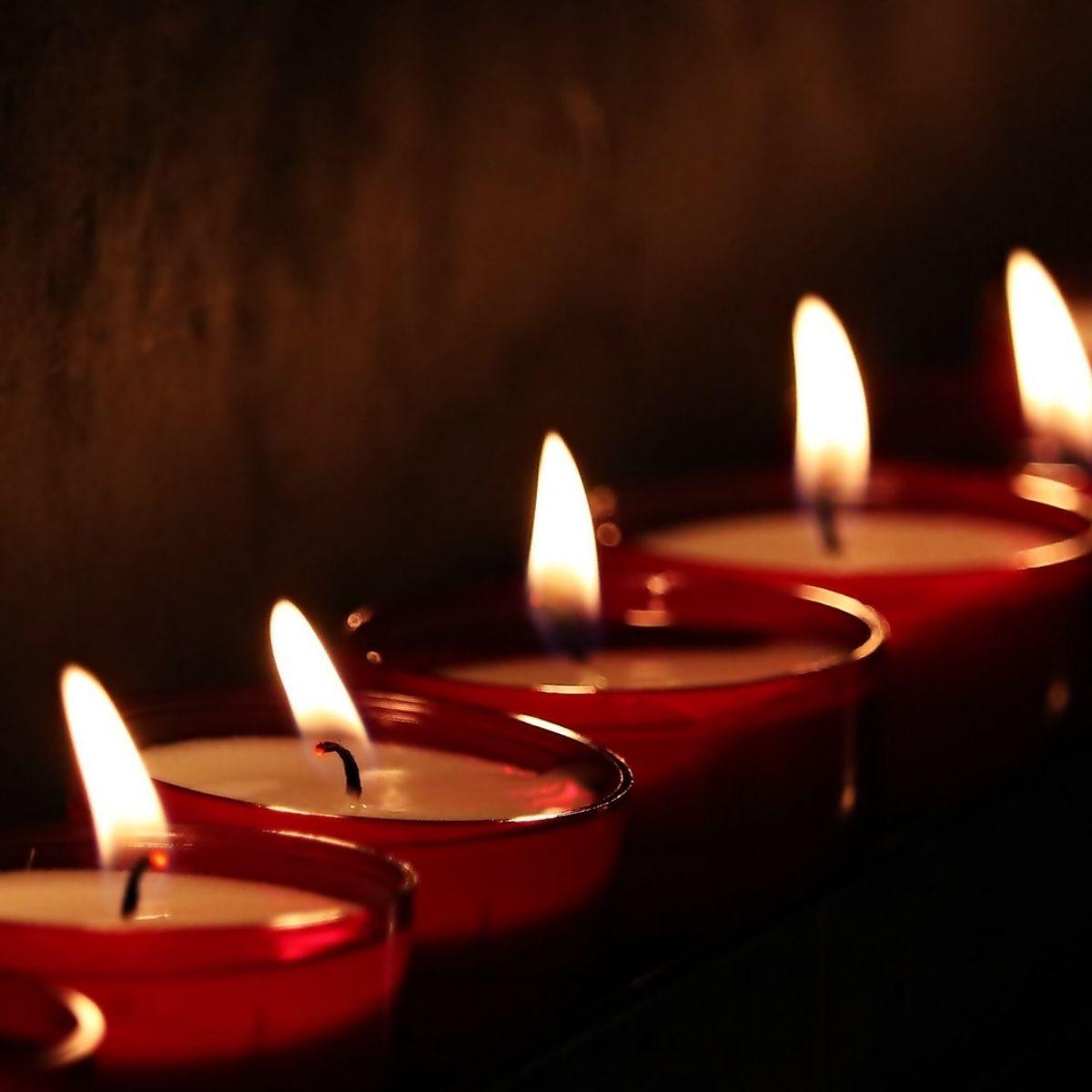 Symbolbild, viele Kerzen