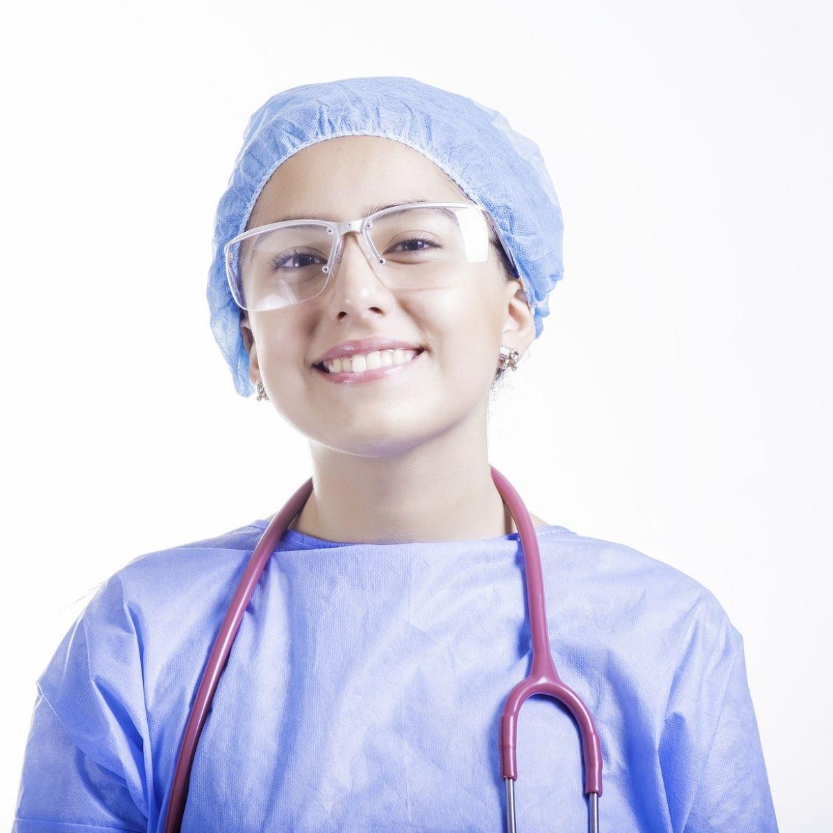 Symbolbild Junge Krankenpflegerin